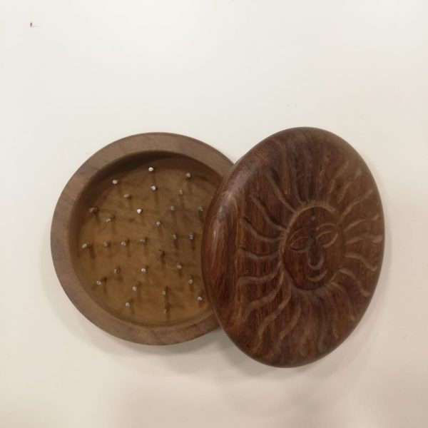 grinder in legno indiano